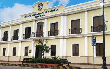 Se inauguró la colonial jefatura de Bomberos Machala